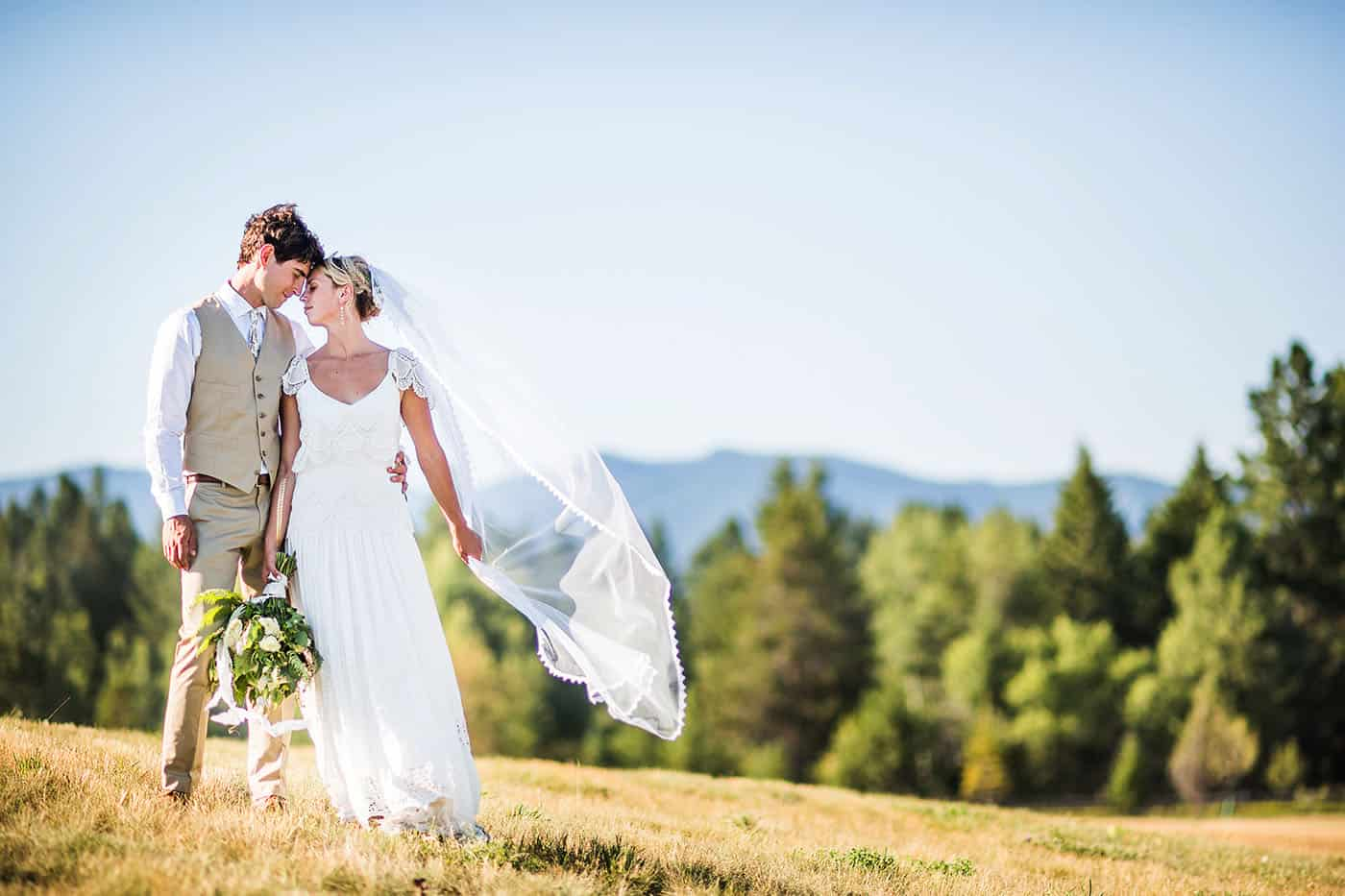 how to photograph the bride's veil