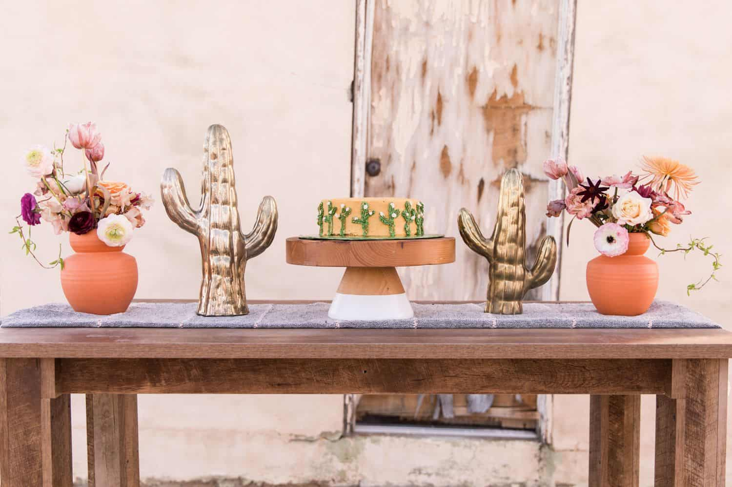 Tips for an Easy, Affordable Styled Shoot (cactus themed wedding cake)
