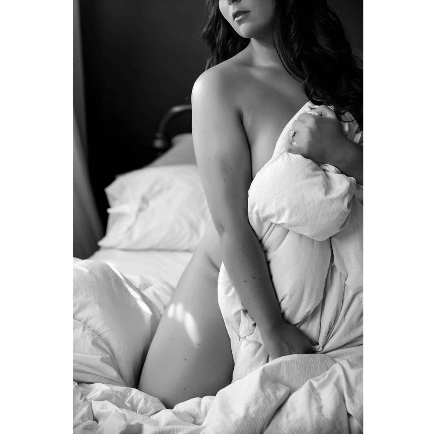 Boudoir Photo Poses That Will Make Her Look Drop Dead Gorgeous