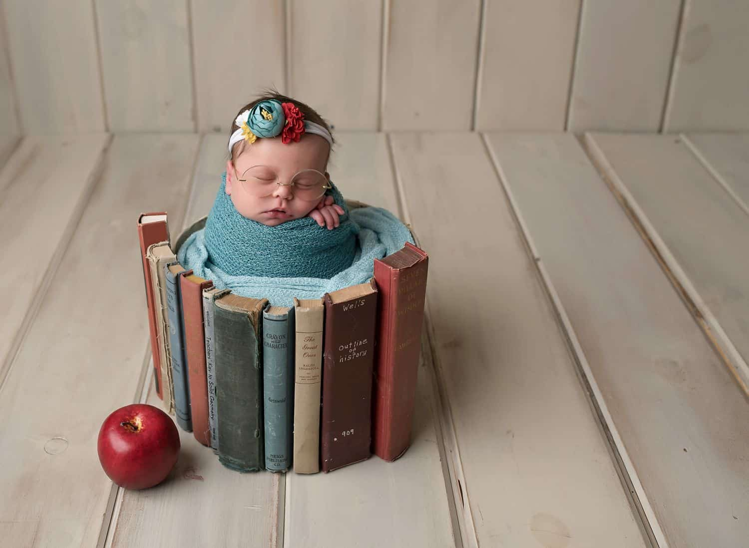 """Find the best newborn photography props on the market! One self-proclaimed """"prop-aholic"""" curated the comprehensive list every newborn photographer needs."""